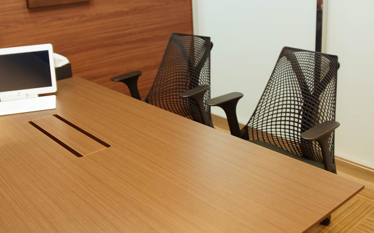 応接の椅子はセイルチェア